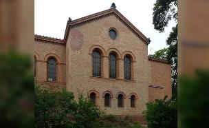 המבנה בו הוקם המסגד בברלין (צילום: Bodo Kubrak / Wikipedia)