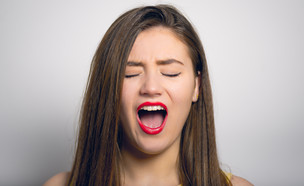 אישה צעירה (צילום: Borysevych.com, Shutterstock)