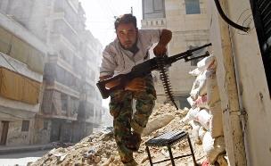 סיוע למורדים בסוריה, ארכיון (צילום: רויטרס)