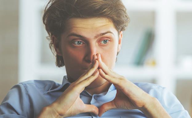 איש מודאג (צילום: Peshkova, Shutterstock)
