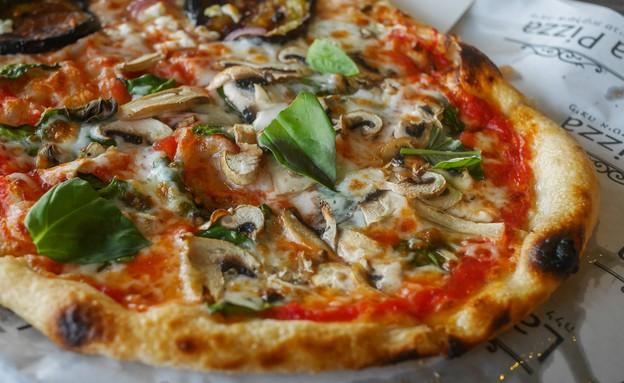 פיצה, מסעדת ללה (צילום: גיל גוטקין, אוכל טוב)