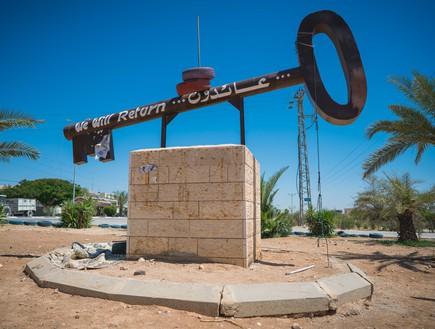 אנדרטת מפתח למחנה הפליטים שבעיר