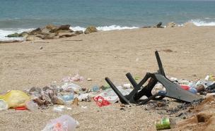זיהום בחוף פלמחים (צילום: המשרד להגנת הסביבה)