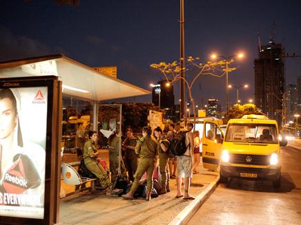 אם לא אוטובוס, יש מוניות שירות