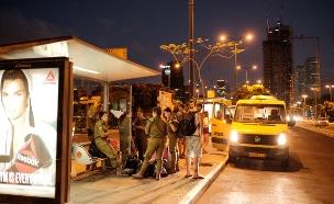 אם לא אוטובוס, יש מוניות שירות (צילום: Tomer Neuberg/Flash90)
