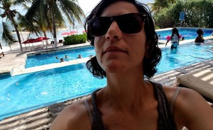 סלפי בבריכה (צילום: נועה יחיאלי)