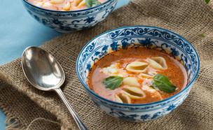 מרק עגבניות עם פסטה ואוזו (צילום: דרור עינב, אוכל טוב)
