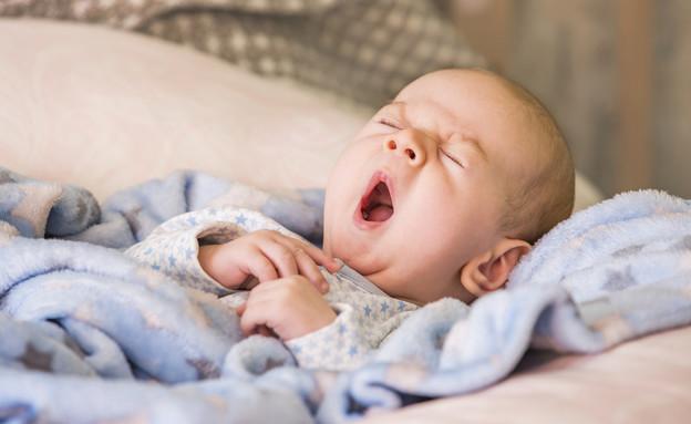 תינוק מפהק (וידאו WMV: Andrii Orlov, Shutterstock)