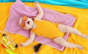 תינוק בים (צילום: אימג'בנק / Thinkstock)