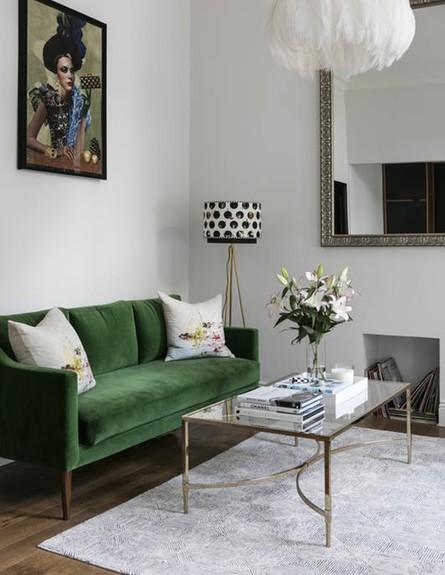 03 ספת קטיפה בצבע ירוק רעל בדירה לונדונית