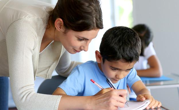 אילוסטרציה- מורה ותלמיד (צילום: ESB Professional, Shutterstock)