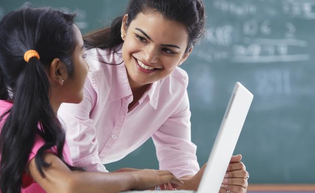 אילוסטרציה- מורה ותלמידה (צילום: Asia Images Group, Shutterstock)