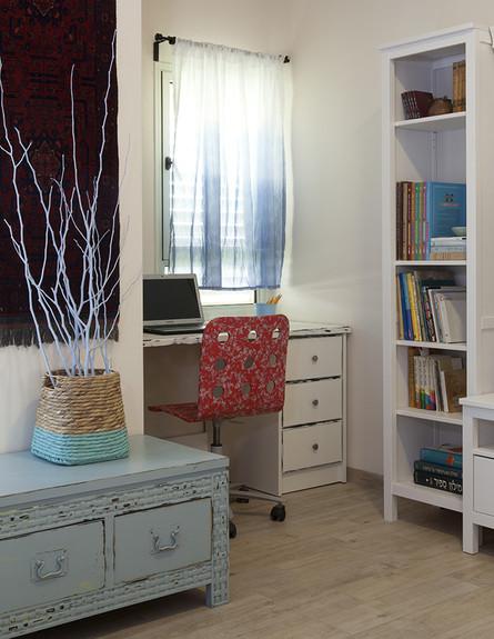 03_הכיסא המשרדי שודרג בטכניקת דקופז' (צילום: יחסי ציבור)