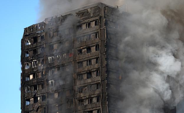 """השריפה בבניין """"גרנפל"""" (צילום: רויטרס)"""