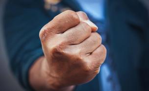 אגרוף (צילום: Sayan Puangkham, Shutterstock)