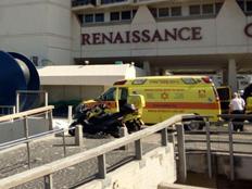"""חשד לרצח וניסיון התאבדות במלון בתל אביב (צילום: דוברות מד""""א)"""