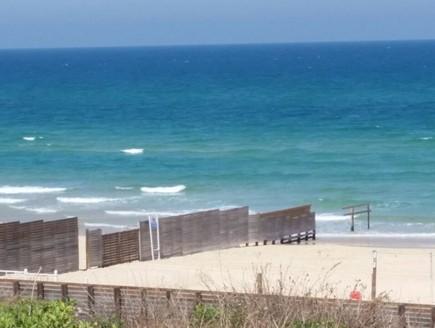 החוף הנפרד בבת ים