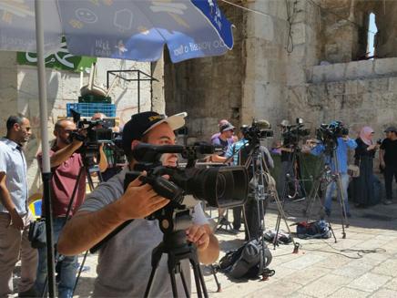 גם התקשורת הבינלאומית נערכת (צילום: חדשות 2)