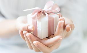 מתנה עטופה (צילום: Rido, Shutterstock)
