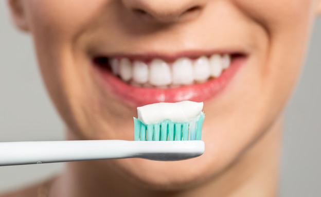 צחצוח שיניים (צילום: didesign021, Shutterstock)