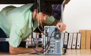 איש מחשבים (צילום: אימג'בנק / Thinkstock)