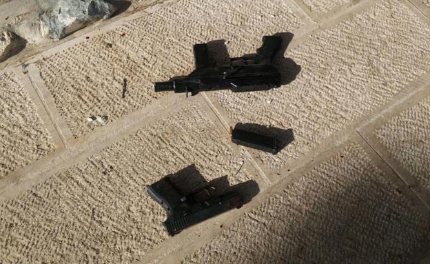 כלי הנשק בהם השתמשו המחבלים (צילום: דוברות המשטרה)