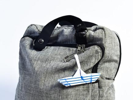 עשרים פריטים קיציים ב, 28, גלויית סירה מבד אוריגמי מעודדת תקשורת