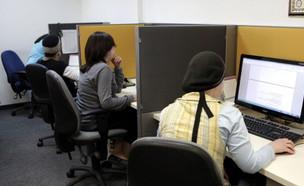 נשים ברשת  (צילום: Bloomberg, GettyImages IL)