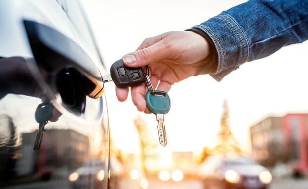 רכב עם מפתחות (צילום: Halfpoint, Shutterstock)