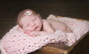 יוליה פלוטקין חושפת את התינוקת (צילום: אינסטגרם)