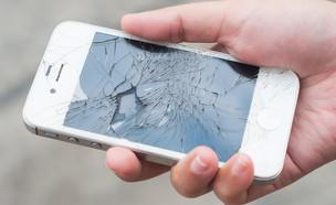 אייפון שבור (צילום: T.Dallas, Shutterstock)