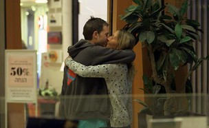 שחר מבקרת את אילון בבית החולים (צילום: המתמחים2, קשת)