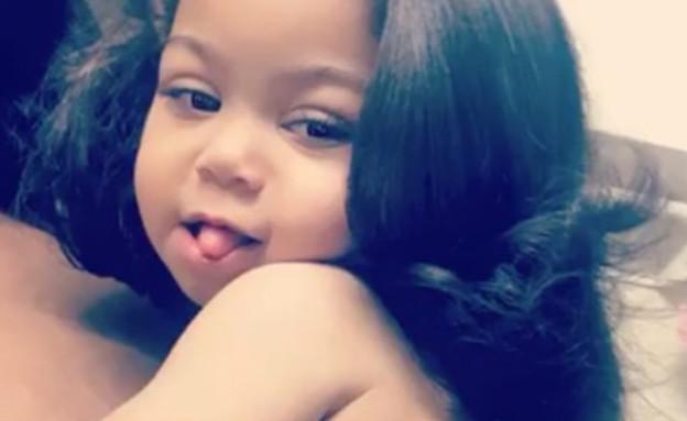 בת שנתיים עם שיער מוחלק (צילום: מתוך instagram)