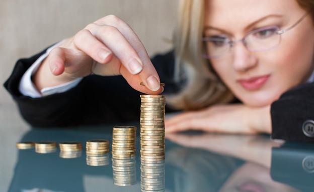 אשת עסקים סופרת כסף (אילוסטרציה: sakkmesterke, Shutterstock)