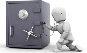 דמות ממוחשבת פורצת לכספת (צילום: Kirsty Pargeter, ShutterStock)
