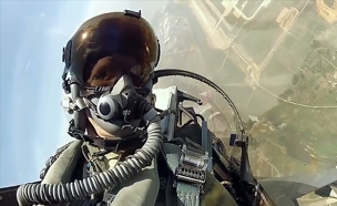 צפו: המטוס מציל את הטייס