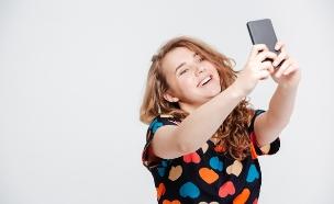 סלפי, הודעות, תמונה, פלאפון, מובייל, חיוך, נערה (צילום: חדשות 2)