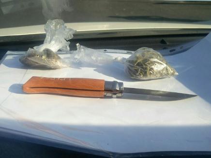 הסכין שנתפסה  על חשוד סמוך למצעד