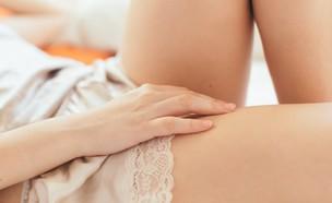 אישה בלבוש תחתון (צילום: Enrique Arnaiz Lafuente, Shutterstock)