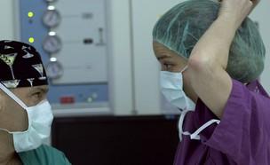 """ד""""ר שני גורן והמנתח (צילום: המתמחים2, קשת)"""