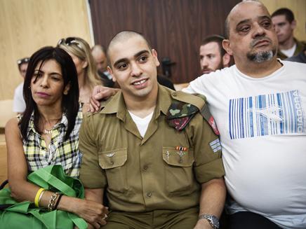 אזריה והוריו בבית המשפט