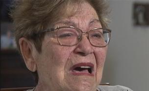 """מנסים לתפוס את הקשישים """"על חם"""" (צילום: חדשות 2)"""