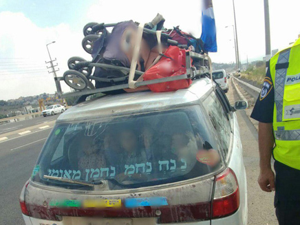ילדים דחוסים ברכב בשומרון