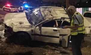 זירת התאונה, הלילה (צילום: דוברות המשטרה)