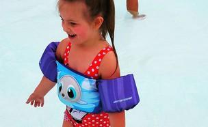 ביילי בבריכה (צילום:  Photo by Flash90)