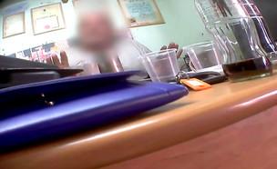 המוסכניק שחשד בתחקירנית (צילום: מתוך יצאת צדיק, שידורי קשת)