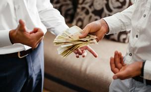 הלוואה (צילום: VAKSMAN VOLODYMYR, Shutterstock)