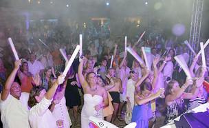 מסיבת פתיחה של אתר יוקרה באי טורקס אנד קייקוס (צילום:  Alexander Tamargo)