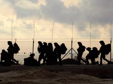 """פעילות צה""""ל סמוך לגבול הרצועה - ארכיון (צילום: רויטרס)"""