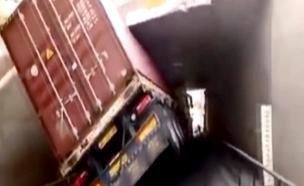 משאיות וגשרים (צילום: חדשות 2)